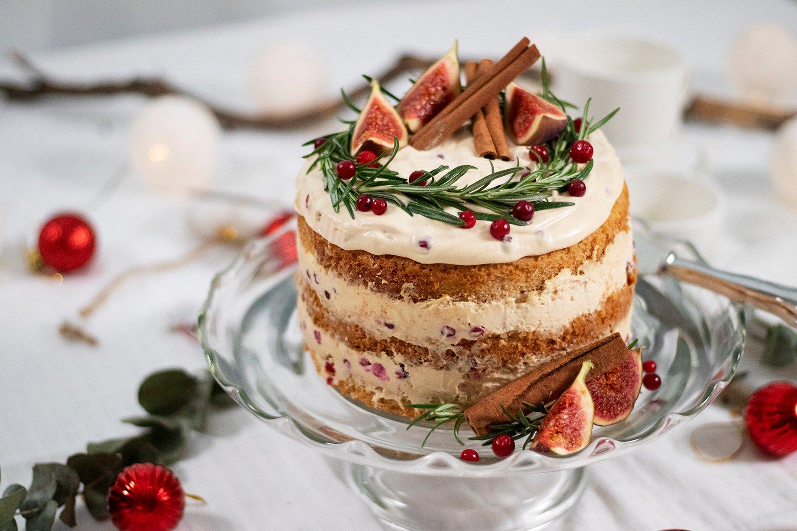 Puolukka-kinuski-naked-cake-vaaka-1600